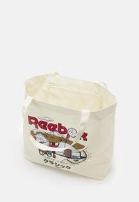 Reebok Classic - ROADTRIP UNISEX - Shopping bags - off-white - 2