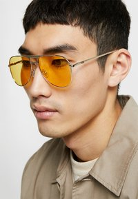 Vans - MN HAYKO SHADES - Sunglasses - gold-coloured/yellow - 1