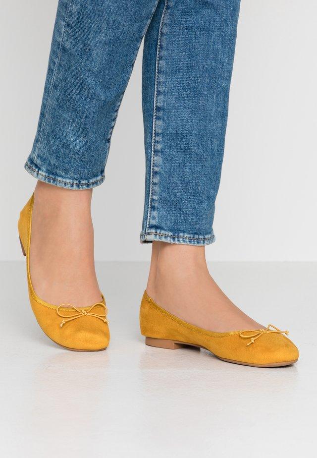 ONLBEE - Ballet pumps - yellow
