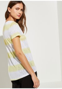comma casual identity - Print T-shirt - yellow stripes - 1