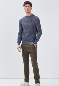 BONOBO Jeans - UMWELTFREUNDLICHE - Chinos - vert kaki - 1