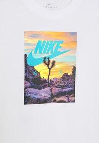 Nike Sportswear - Camiseta estampada - white - 3