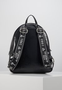 Guess - NEW VIBE LARGE BACKPACK - Rucksack - black - 3