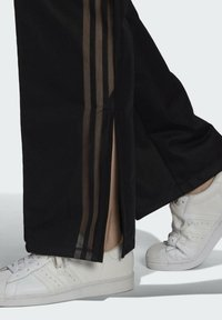 adidas Originals - WIDE-LEG JOGGERS - Joggebukse - black - 4