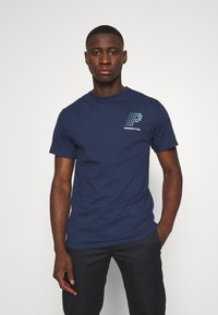 Primitive - CONNECTION TEE - Triko s potiskem - navy - 2