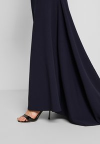 Missguided - BRIDESMAID SLEEVELESS LOW BACK DRESS - Společenské šaty - navy - 4