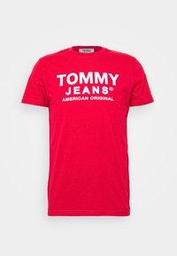 Tommy Jeans - TJM ESSENTIAL FRONT LOGO TEE - T-shirt z nadrukiem - deep crimson - 4