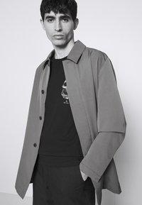 PS Paul Smith - SLIM FIT TSHIRT SKULL - Print T-shirt - black - 3