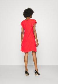 Lauren Ralph Lauren - CYRENA CAP SLEEVE DAY DRESS - Vapaa-ajan mekko - bright hibiscus - 2