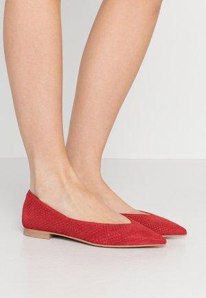 AMÉDÉE  - Ballet pumps - red