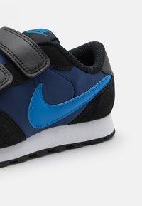 Nike Sportswear - VALIANT UNISEX - Tenisky - blue void/signal blue/black/white - 5