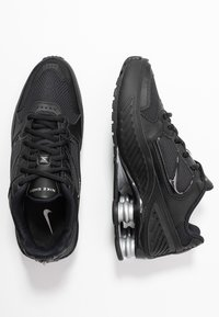 Nike Sportswear - SHOX ENIGMA 9000 - Sneakers laag - black/gym red/pure platinum - 3