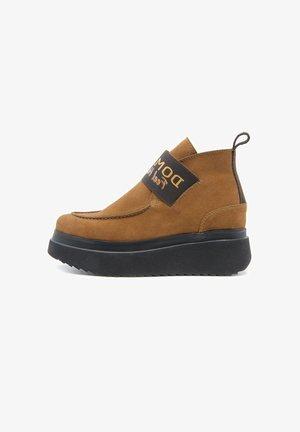 GRAVITY  - Boots à talons - camel