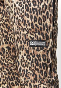 DC Shoes - COLLECTIVE - Spodnie narciarskie - brown - 5