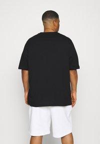 Tommy Hilfiger - SPLIT TEE - Print T-shirt - black - 2