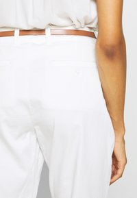 comma - Chinos - offwhite - 3