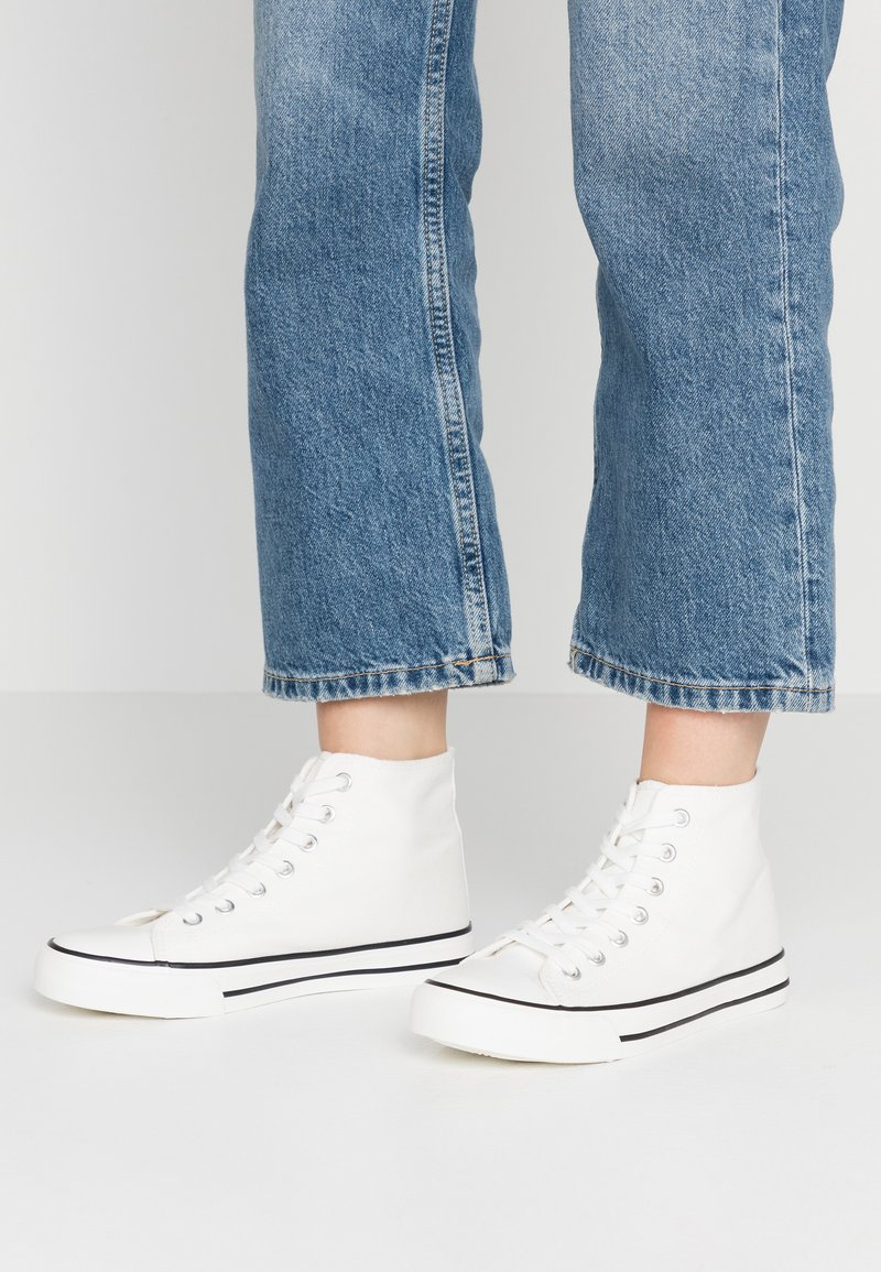 Dorothy Perkins - ICONIC TOP TRAINER - Baskets montantes - white