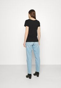Wrangler - MOM  - Relaxed fit jeans - clear blue - 2