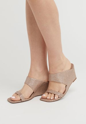 Heeled mules - gold