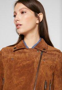 Vero Moda Petite - VMROYCESALON  - Leather jacket - cognac - 3
