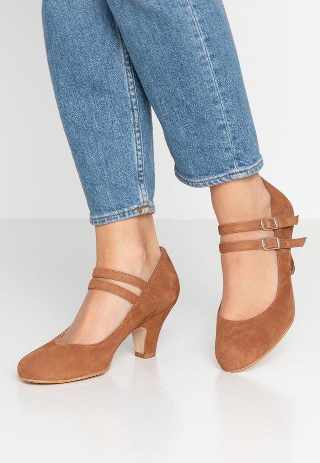 Classic heels - praline