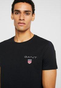 GANT - MEDIUM SHIELD - T-shirt - bas - black - 3