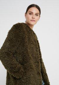 Steffen Schraut - VINTAGE FASHION COAT - Short coat - urban green - 3