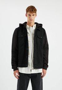 PULL&BEAR - Džínová bunda - metallic black - 0