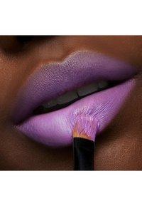 MAC - LOVE ME LIPSTICK - Lipstick - let them eat cake! - 4