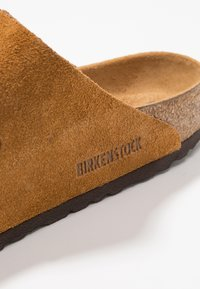 Birkenstock - ARIZONA SOFT FOOTBED UNISEX - Slippers - tan