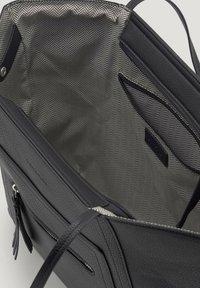 TOM TAILOR - MIT ANHÄNGER - Handbag - schwarz/black - 3