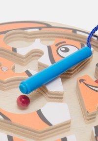 Hape - DICKER FISCH UNISEX - Wooden toy - multicolor - 1