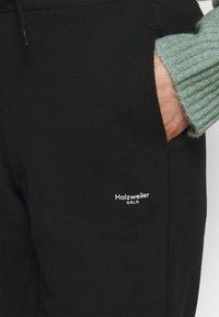 Holzweiler - OSLO TROUSER - Tracksuit bottoms - black - 5