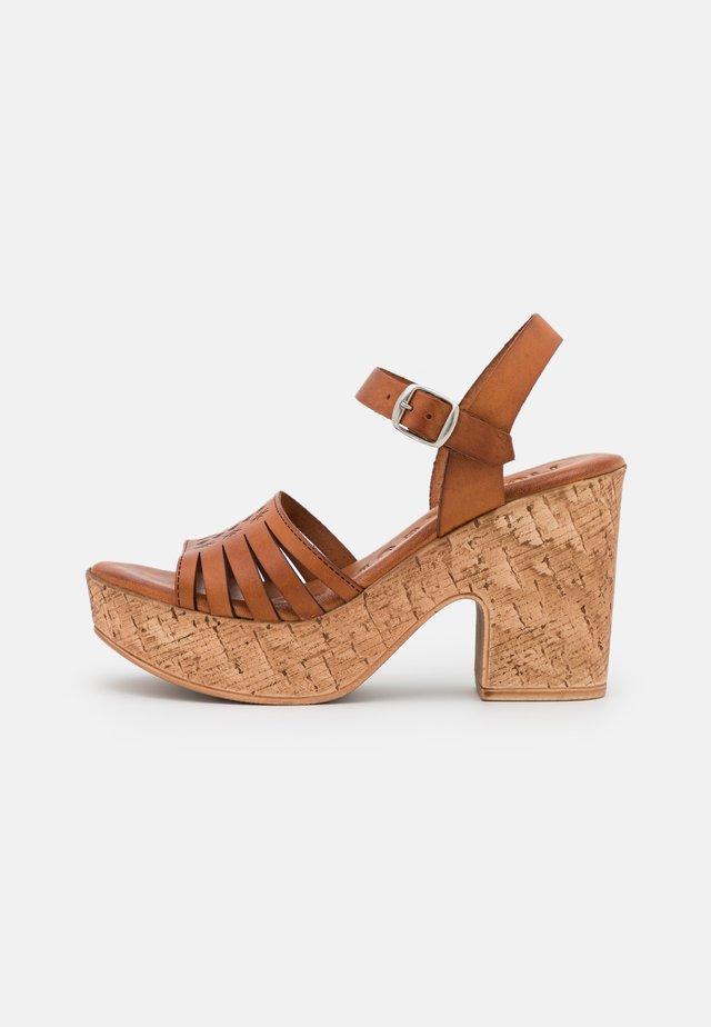 KATYA - Sandales à plateforme - brown