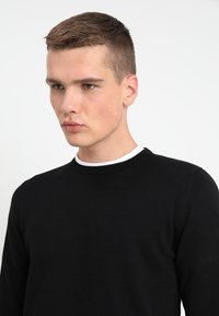 Jack & Jones - JJEBASIC - Stickad tröja - black - 4