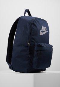 Nike Sportswear - HERITAGE - Reppu - obsidian/atmosphere grey - 3