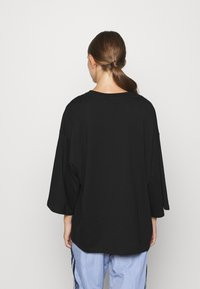 Monki - BILLIE TEE - Long sleeved top - black - 2