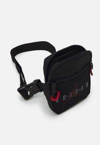 Jordan - JAN AIR FESTIVAL CROSSBODY BAG UNISEX - Taška spříčným popruhem - black - 2