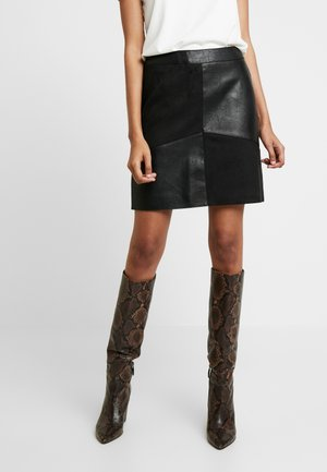 SUEDE PATCH MINI - Mini skirt - black
