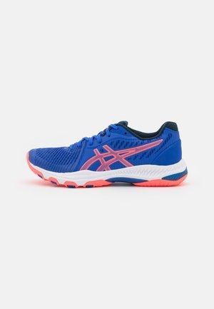 NETBURNER BALLISTIC - Volleyball shoes - lapis lazuli blue/blazing coral