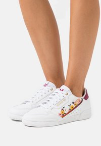 adidas Originals - CONTINENTAL 80 - Baskets basses - footwear white/power berry/gold metallic - 0