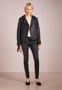 AG Jeans - FARRAH SKINNY - Jeans Skinny Fit - grey denim - 1