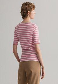 GANT - GANT DAMEN SHIRT KURZARM - Print T-shirt - sea pink - 2
