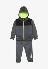 Nike Sportswear - BABY SET  - Træningssæt - dark gray - 5