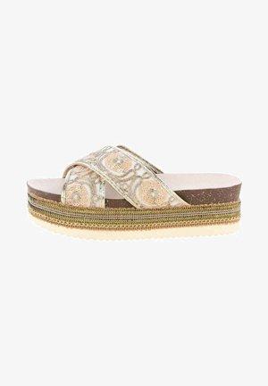 VALENTINA - Pantofle na podpatku - gold