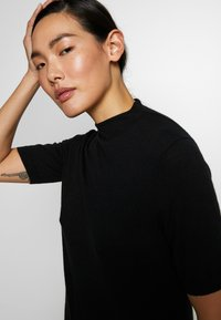 Filippa K - EVELYN - Camiseta básica - black - 5
