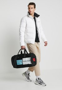 Calvin Klein Jeans - HOODED DOWN PUFFER  - Winter jacket - white - 1