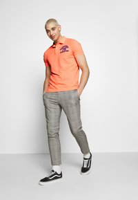 Superdry - CLASSIC SUPERSTATE - Polo - cabana coral grit - 1