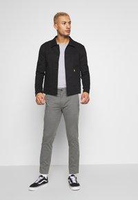 Burton Menswear London - TEDDINGTON WASHED - Chinot - grey - 1