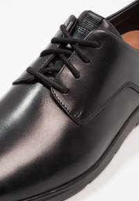Clarks - VENNOR WALK - Casual lace-ups - black - 5